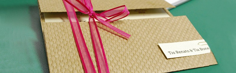 Include si o felicitare la comanda ta cadou